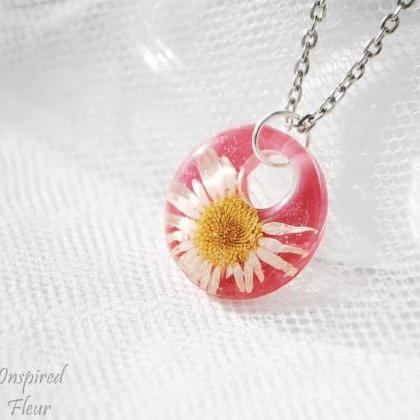 Cute pendant with chamomile necklac..
